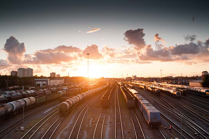 Züge zum Sonnenuntergang