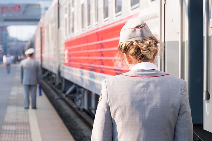 Zug mit Zugbegleitung in Russland
