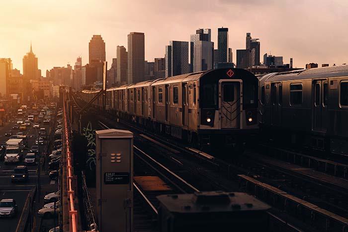 Reisetipps New York Metro im Abendlicht