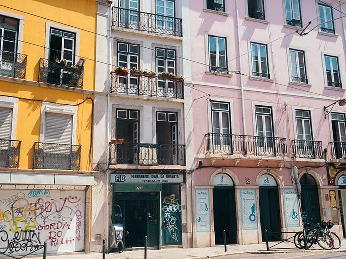 Bunte Häuserfassaden in Lissabon