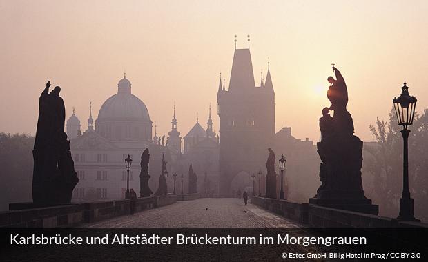 Karlsbrücke und Altstädter Brückenturm im Morgengrauen