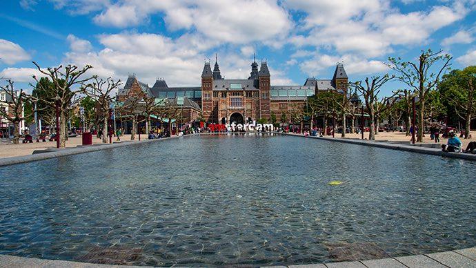 Das Rijksmuseum von Amsterdam ist ein guter Tipp für Regentage