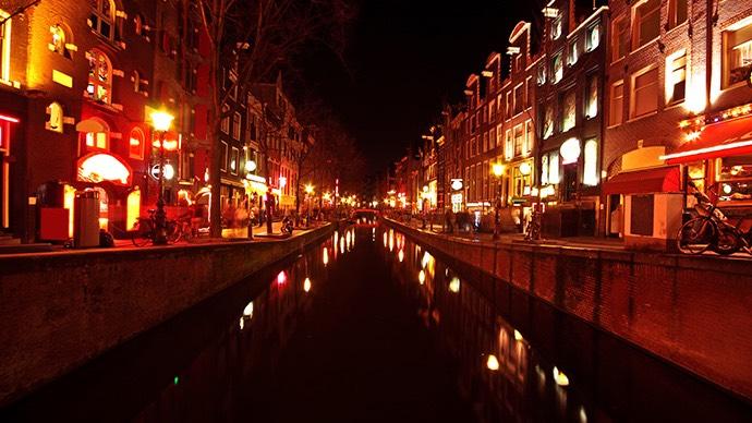 Rotlichtviertel von Amsterdam bei Regen