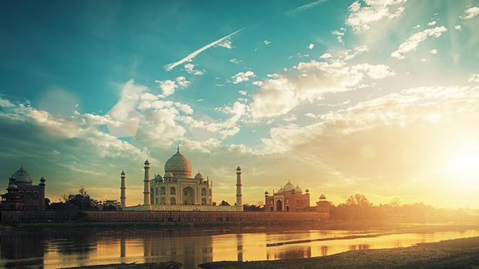 Taj Mahal in Indien bei Sonnenuntergang