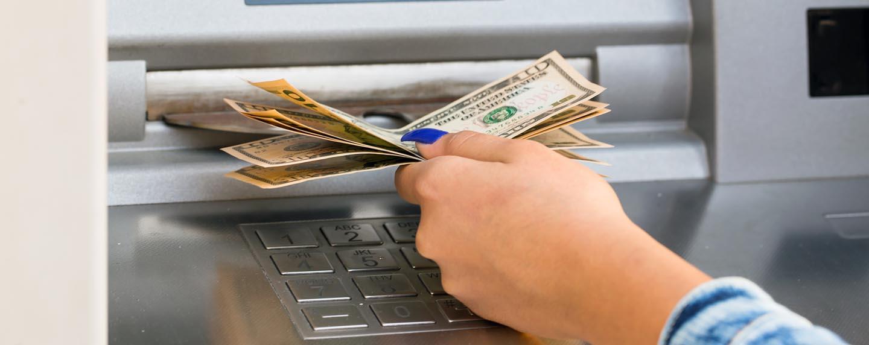 geld abheben im ausland 4 tipps um am geldautomat geb hren zu sparen. Black Bedroom Furniture Sets. Home Design Ideas