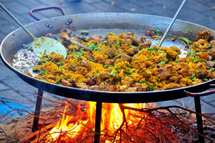 Kulinarische Spezialitäten Paella