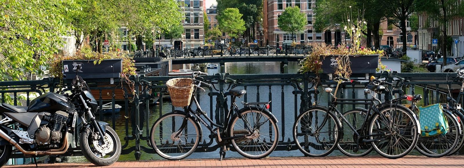 fahrraeder-ausleihen-amsterdam-1600x580