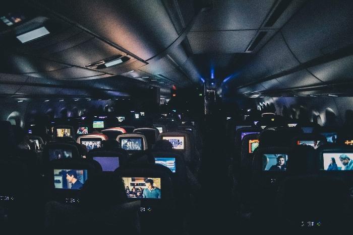 Ablenkung im Flugzeug