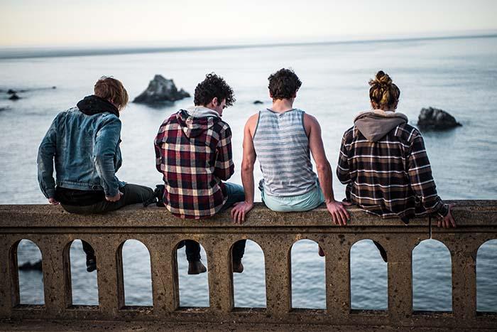 Jungs am Meer